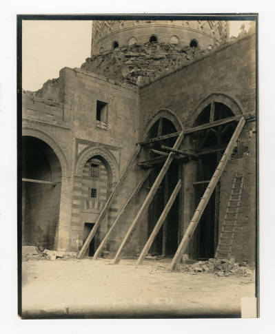 """<bdi class=""""metadata-value"""">Architectural conservation of archs in the Mosque of al-Sultan Barquq at the Northern cemetery</bdi>"""