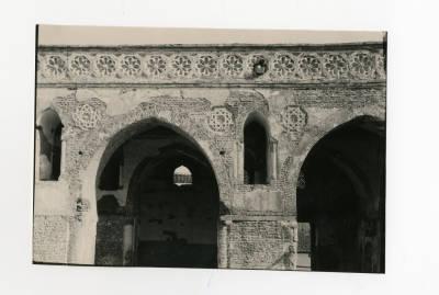 """<bdi class=""""metadata-value"""">A close up image of Mosque of Ibn Tulun arcades</bdi>"""